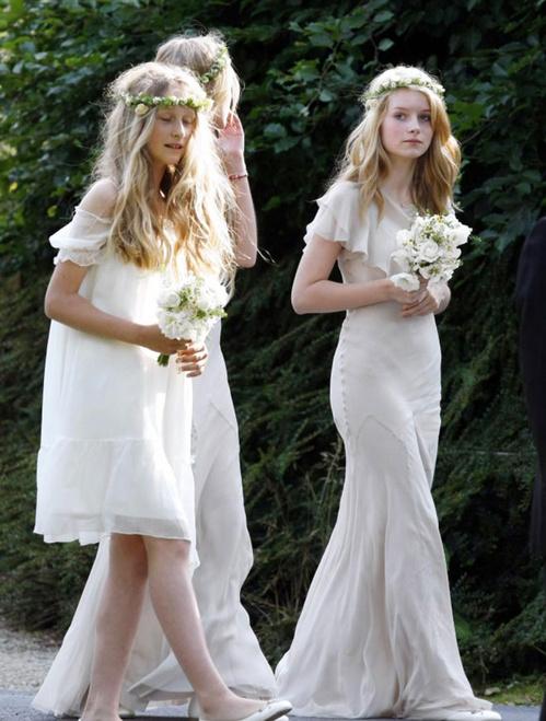 Lottie Moss vêtue d'une robe vaporeuse Stella McCartney au mariage de Kate Moss