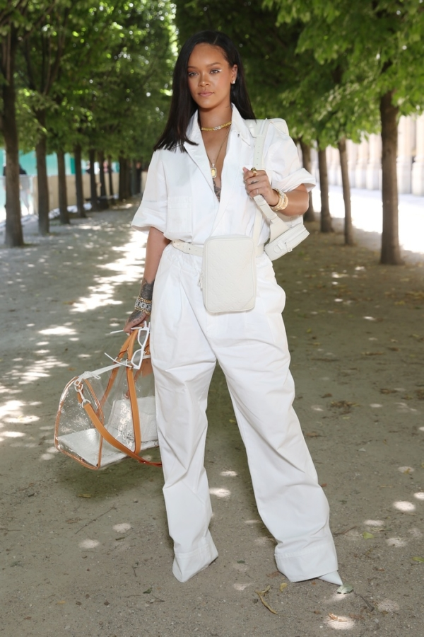 Rihanna en blanc à la Fashion Week Homme à Paris