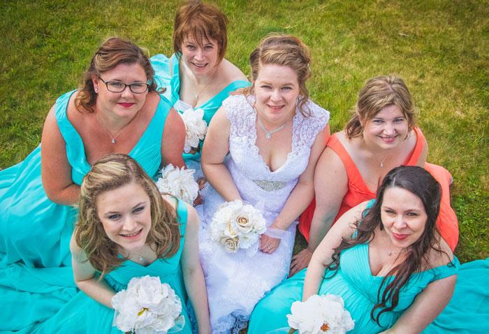 robes corail et verte menthe pour demoiselles d'honneur