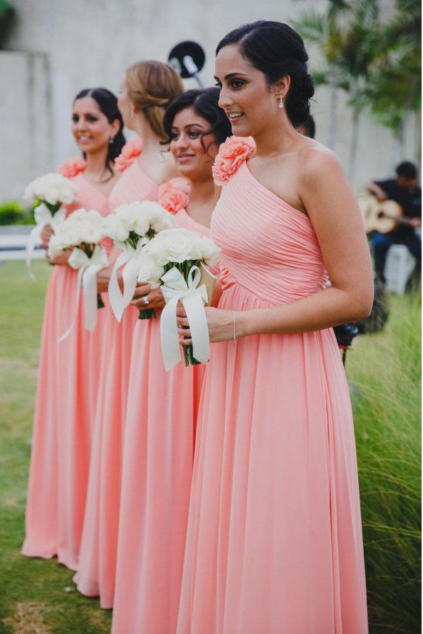 robe corail asymétrique plissé orné de fleur pour mariage