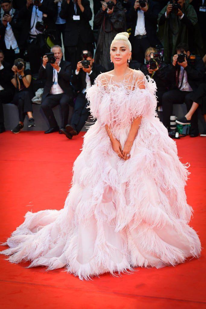 robe de soirée rose pale princesse épaule dénudé Lady Gaga
