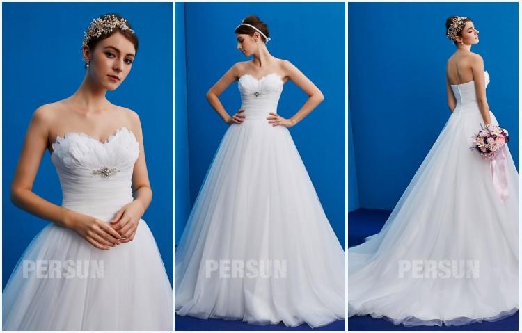 robe de mariée 2019 bustier coeur embelli de plumes et bijoux