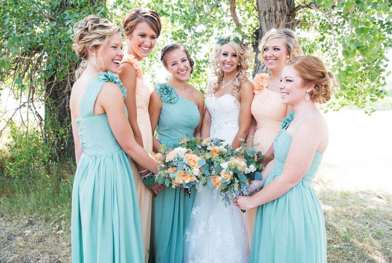 robe demoiselle d'honneur asymétrique orné de fleur en turquoise et champagne