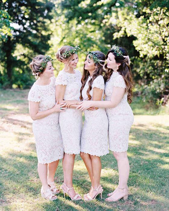 robe demoiselle d'honneur blanche courte fourreau en dentelle