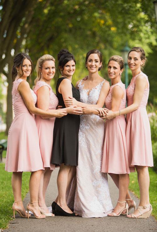 robe demoiselle d'honneur rose courte appliqué de dentelle