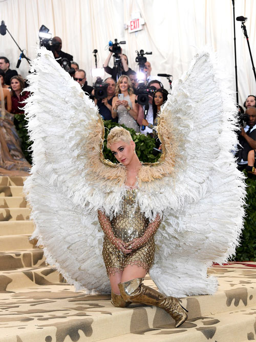 mini robe en sequin fourreau avec ailes d'ange Katy Perry