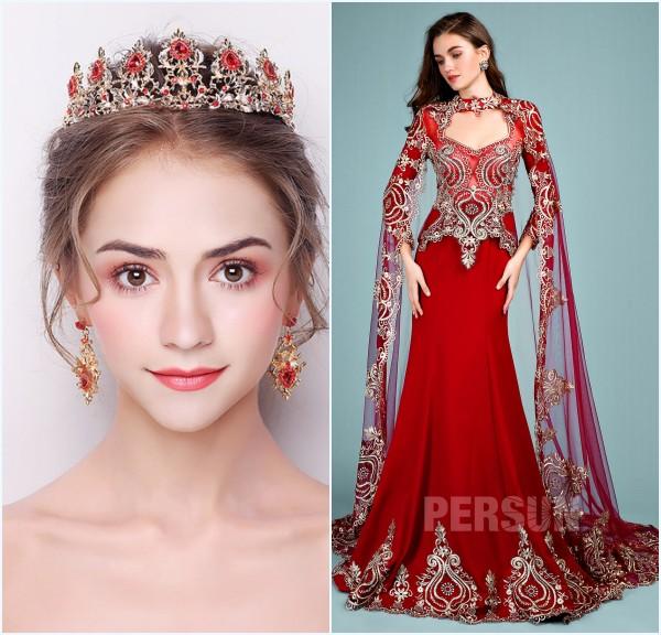 Couronne de diadème rouge et robe de mariée rouge style indien avec dentelle guipure dorée
