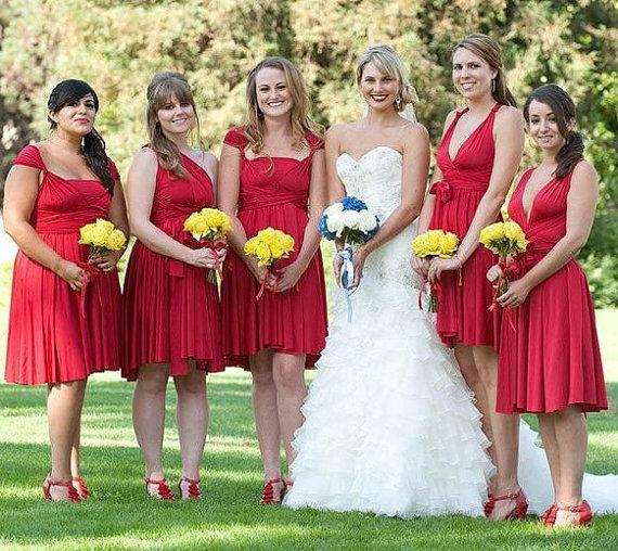 robes de demoiselle d'honneur rouges courtes plissé
