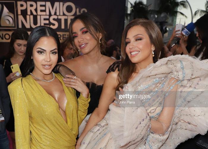 La robe volantée de Thalia aux Primio Lo Nuestro 2019