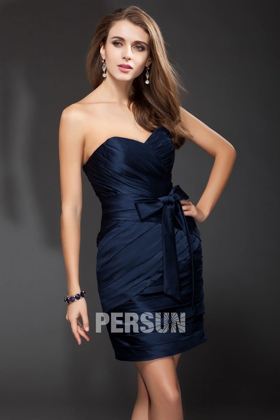 robe bleu courte fourreau avec noeud papillon pour témoin mariage