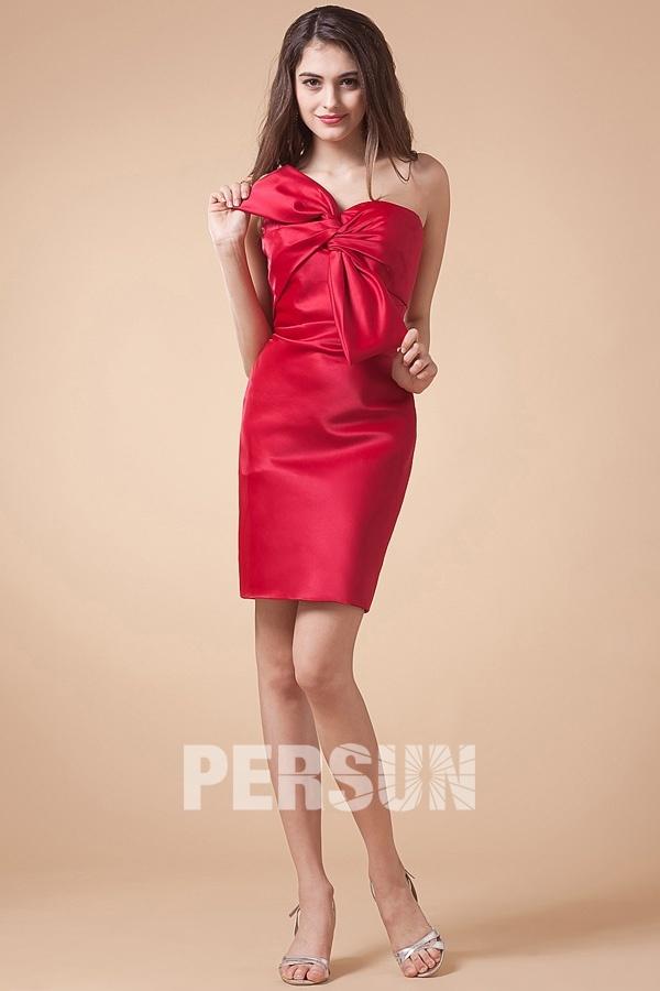robe rouge chic fourreau à noeud papillon pour mariage