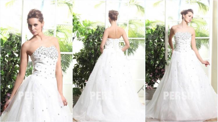 robe de mariée ligne A embelli de bijoux