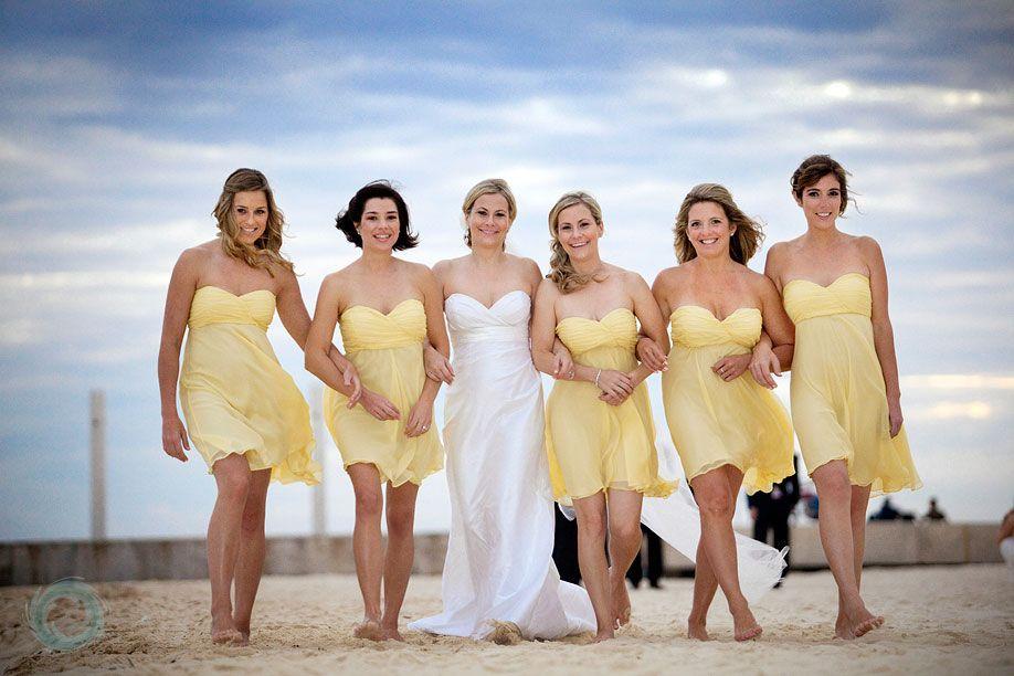 robe demoiselle d'honneur jaune simple courte bustier plissé pour mariage de plage
