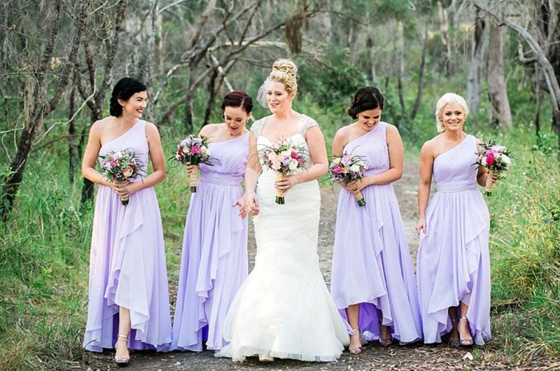 robe demoiselle d'honneur lilas décolleté asymétrique