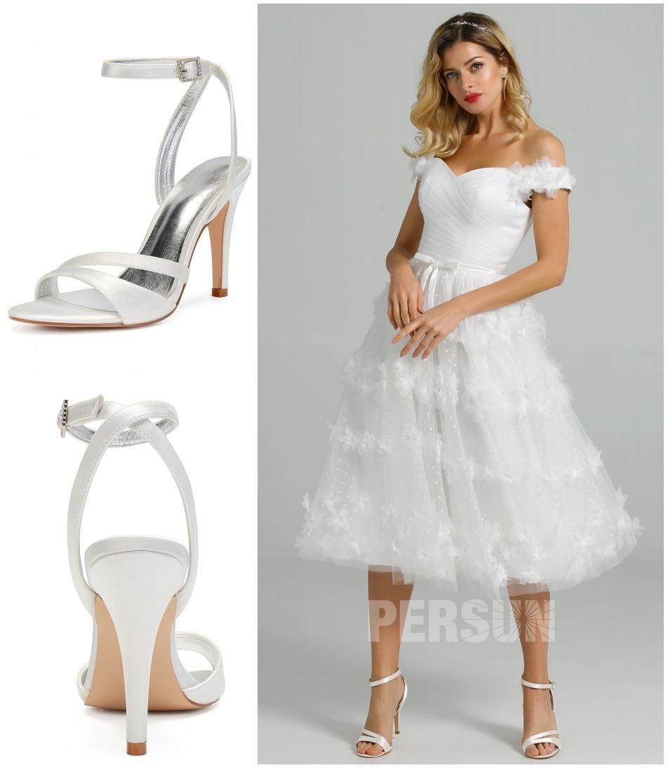 sandale mariée blanche talon haut assortie à robe mariée courte à épaule dénudée