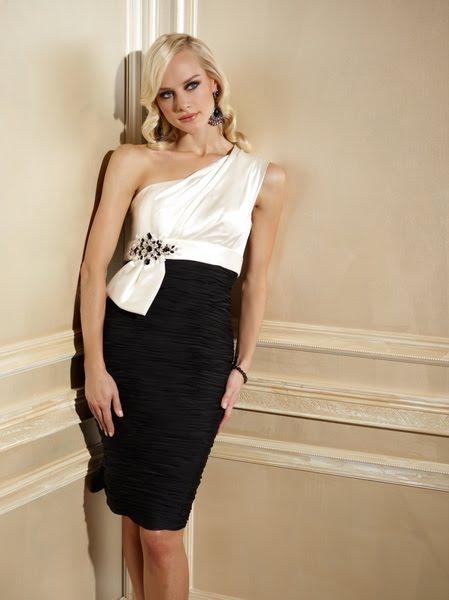 robe courte col asymétrique blanche et noire