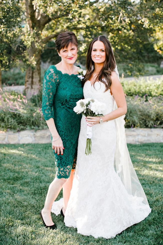 robe mère mariée courte verte en dentelle col bateau avec manches