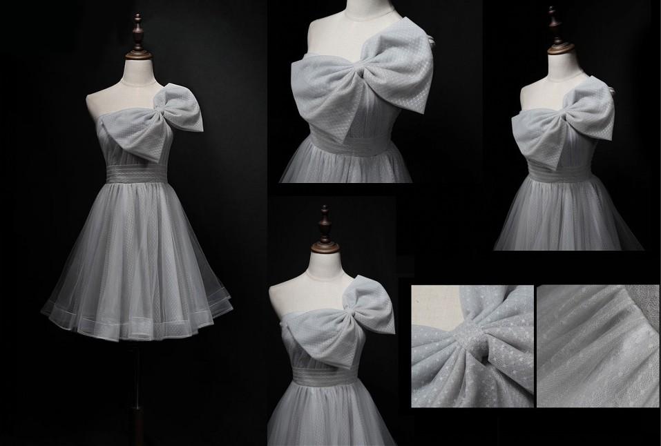 robe de cocktail courte gris col asymétrique ornée de noeud papillon